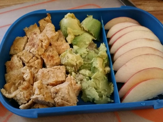 tamagoyaki+avocao+apples